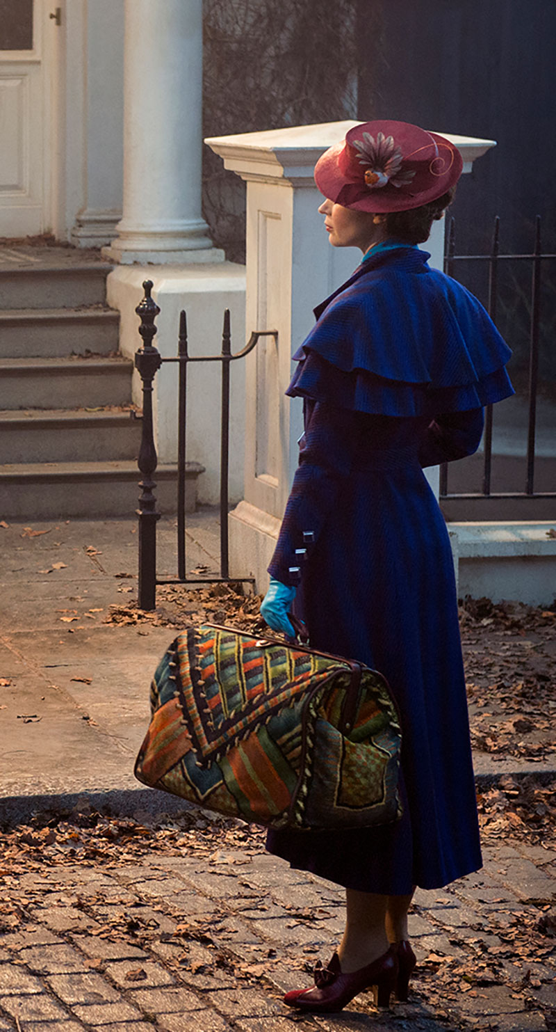 "Worldwide First Look at Emily Blunt as Mary Poppins in ""Mary Poppins Returns"""